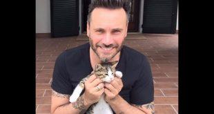 Nek con il suo gatto Ginger
