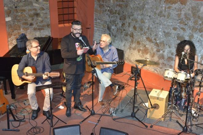 Seby Mangiameli ed i Tedranura con Lele San di radio Italia Anni 60. Foto di LP Studio