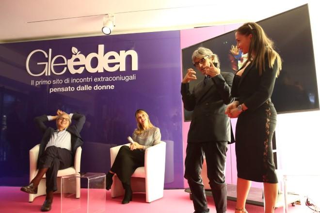Vittorio Sgarbi, Beatrice Avanzi, Roberto Alessi e Malena alla mostra Così fan tutte. Foto di Francesca Ricciardi
