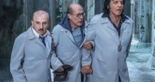 Christian De Sica, Carlo Buccirosso e Gianmarco Tognazzi in Sono solo fantasmi. Foto di Anna Camerlingo