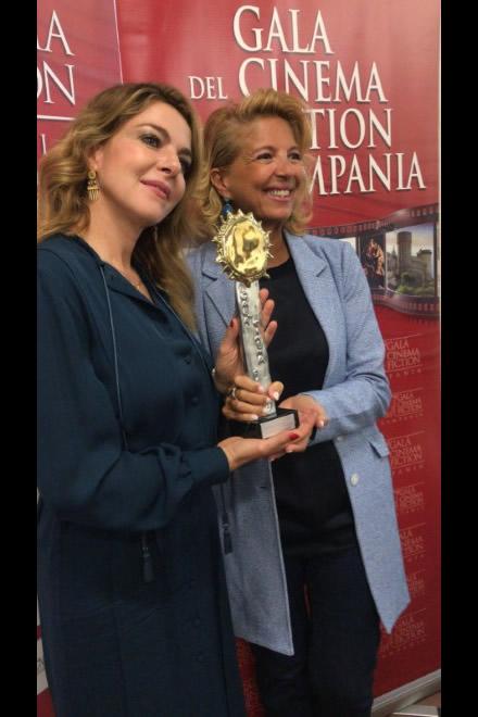 Claudia Gerini con Valeria della Rocca alla consegna del premio come migliore attrice dell'anno