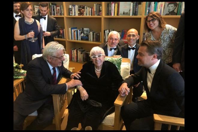 Giancarlo Giannini con Lina Wertmüller, Paolo Rossi Pisu, Marcello Foti e Leonardo Di Caprio. Foto da Ufficio Stampa