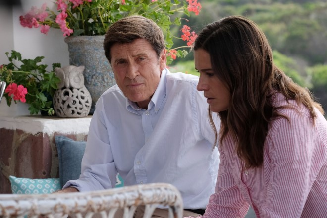 Gianni Morandi (Pietro Sereni) e Chiara Baschetti (Elena Sereni) durante una scena de L'Isola di Pietro 3