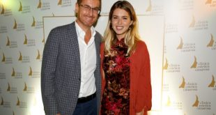 Il dottor Carmine Andrea Nunziata con Fiorenza d'Antonio per l'evento dedicato alla bellezza ad Aversa. Foto di Romolo Pizi