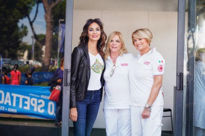 Maria Grazia Cucinotta con lo staff medico di Tennis e Friends 2019. Foto da Ufficio Stampa
