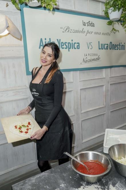 Aida Yespica e la pizza a forma di cuore