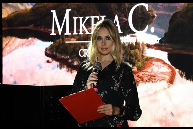 Benedetta Piscitelli, conduttrice della sfilata di Mikela C
