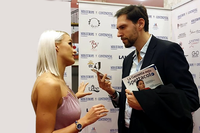 Francesco Russo durante l'intervista con Mercedesz Henger