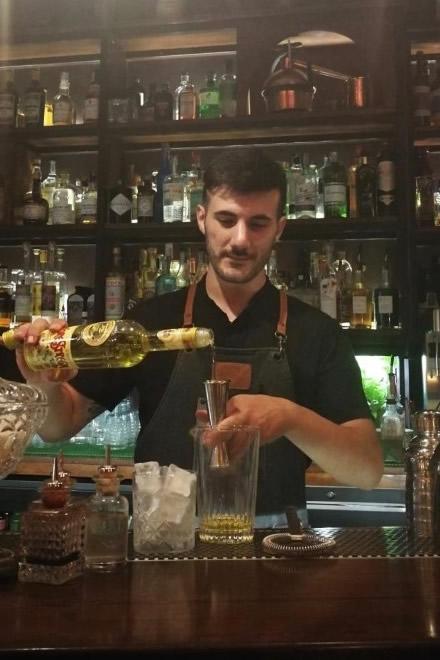 Il barman Luca Romano