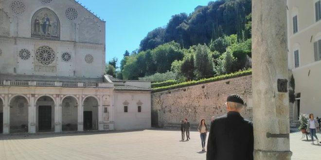 L'esercito di Don Matteo, la fiaba tutta italiana del prete-detective