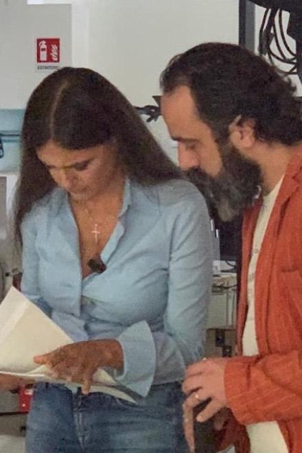Thomas Torelli e Rosita Celentano, mentre approntano il TG di Uam TV