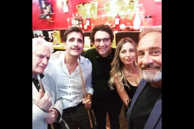 Un selfie del cast de La Promessa