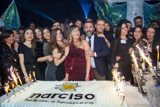 Il momento della torta con lo staff al completo dei Centri Narciso