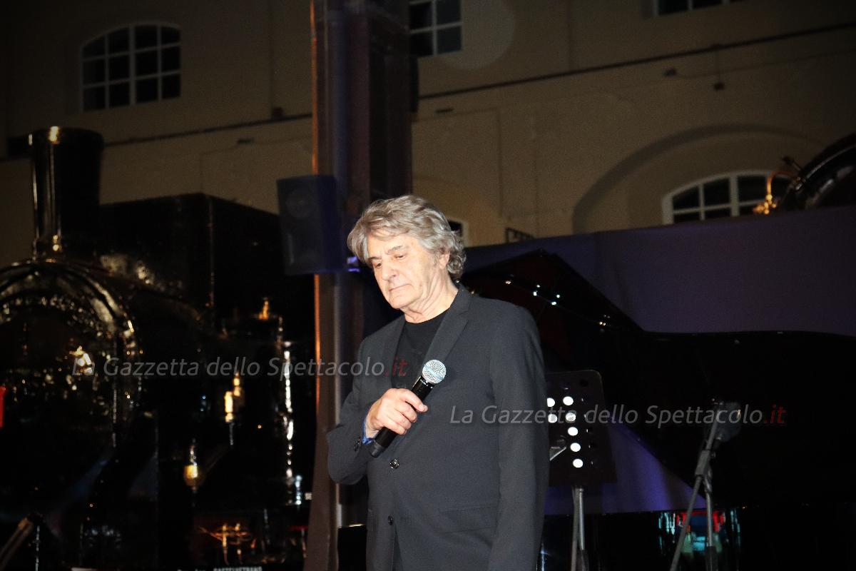 L'esibizione di Fausto Leali