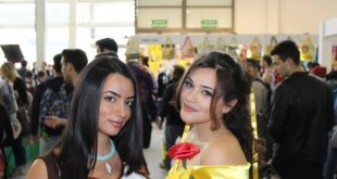 Due principesse Disney al Comicon di Napoli
