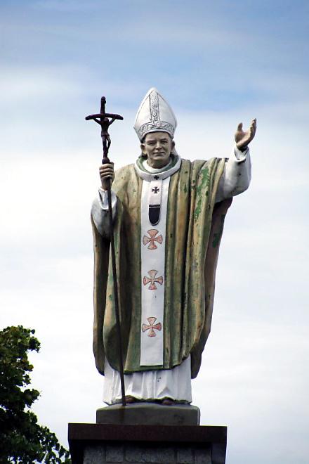Una statua di Giovanni Paolo II. Foto dal Web