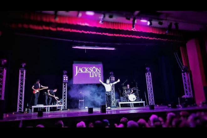 Jackson Live al Teatro Nuovo di Milano. Foto di Loris Monzani