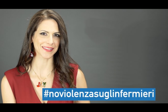Janet de Nardis per Nursing Up, Campagna contro la violenza sugli infermieri