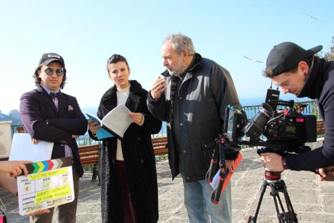 Roberto Gasparro sul set di Lui è mio padre con Gianni Parisi e Giovanna Rei