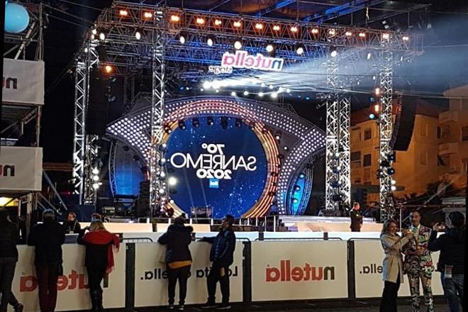 Tra palco e realtà a Sanremo 2020. Foto da Facebook