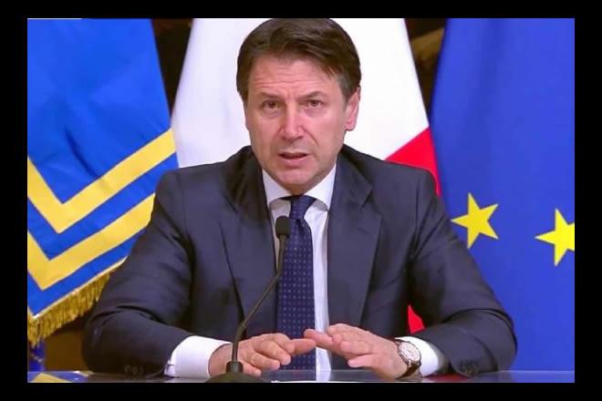 Giuseppe Conte in conferenza stampa. Foto dal Web