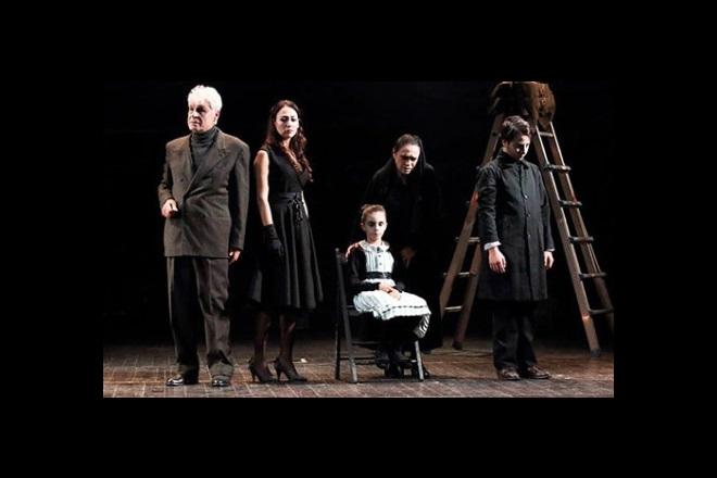 Sei personaggi in cerca d'autore. Foto da Ufficio Stampa