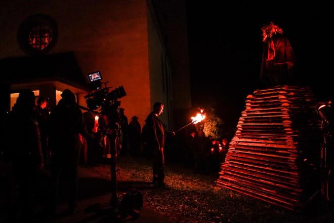Una scena dal set di Curon