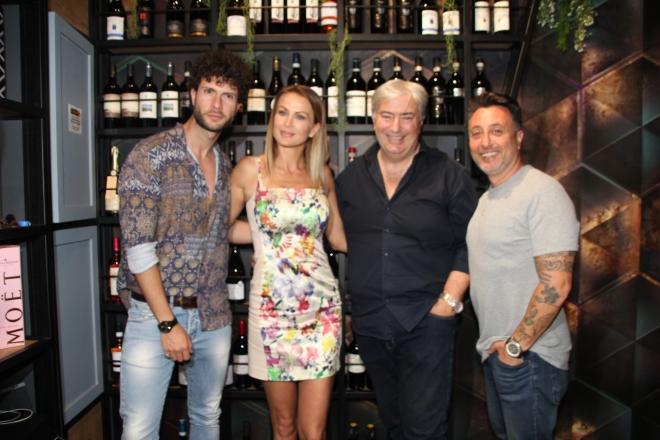 Eva Henger con Franco e Pasquale Lobefalo, e con il marito Massimiliano Caroletti. Foto di Gianluca Sambiase