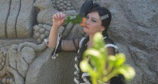 Laura Ferraro Mata Hari per il primo set Post-Covid19 ad Ischia