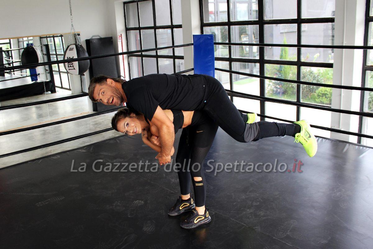 Laura Maddaloni mentre gioca con il marito Clemente Russo