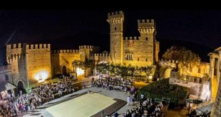 Una vista notturna del Castello Lancellotti di Lauro