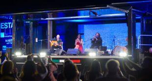Sul palco di Estate Live, Emanuela Tittocchia ed Enzo Avitabile. Foto da Facebook