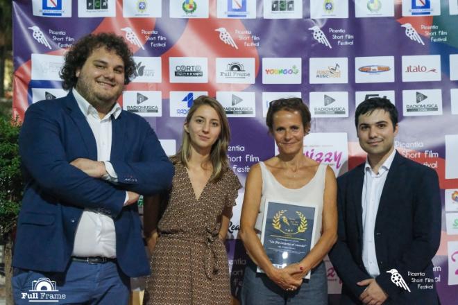 Il premio a Sophie Chiarello (in foto con il direttivo)
