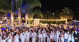 La folla di amici al Lobefalo Summer Party 2020. Foto da Facebook