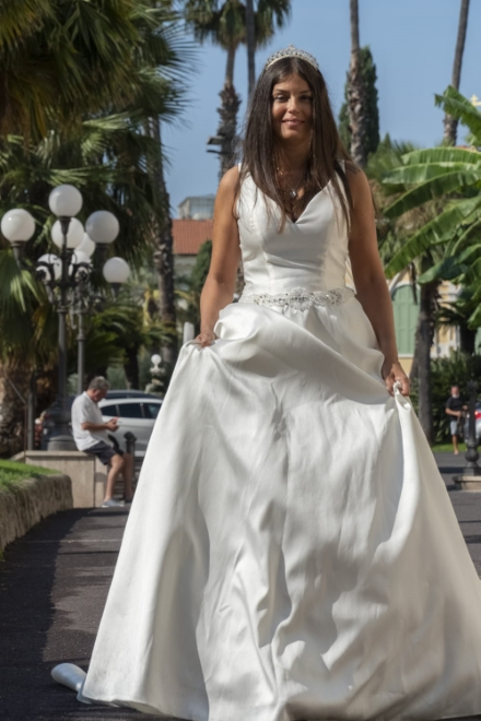 Sara Tommasi in abito bianco. Foto di Riccardo Santovito