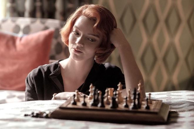 Un frame di La regina degli scacchi. Foto dal Web