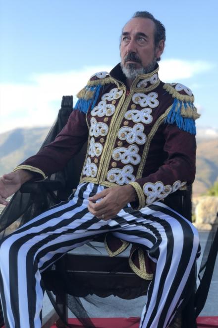 Mingo in foto per lo Spettacolo teatrale  Amleto in cui interpreta Re Claudio