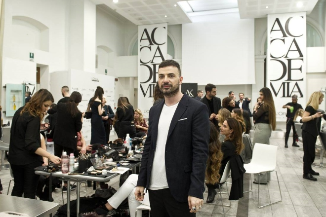 Simone Belli presso Accademia L'Oréal Roma. Foto da Facebook (2017)