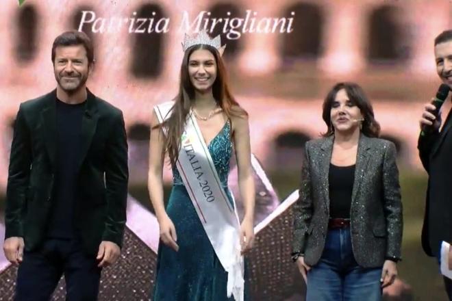 Un frame di Martina Sambucini con Paolo Conticini, Martina Sambucini, Patrizia Mirigliani e Alessandro Greco