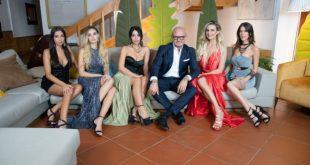 Andrea Pucci con le pupe di La Pupa e il Secchione e Viceversa