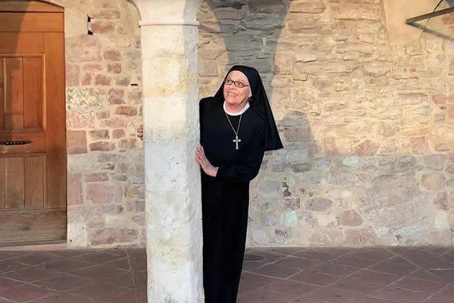 Valeria Fabrizi sul set di Che Dio ci aiuti. Foto da Facebook
