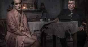 Adriano Falivene è Bambinella de Il Commissario Ricciardi. Nella foto di Anna Camerlingo, con Antonio Milo
