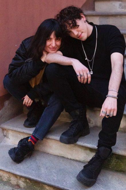 Arisa e Michele Bravi. Foto di Clara Parmigiani