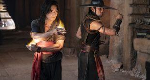 (Lr) LUDI LIN como Liu Kang y MAX HUANG como Kung Lao en New Line Cinema Adventures