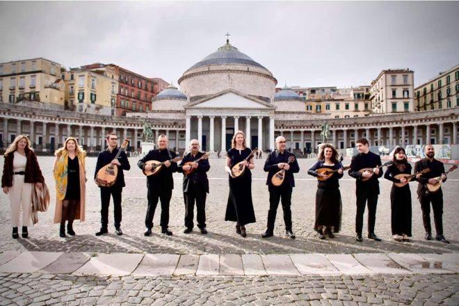 La Napoli Mandolin Orchestra che accompagnerà Ermal Meta