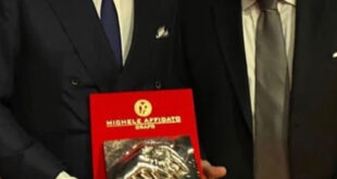 Gianluigi Nuzzi riceve il Premio Camomilla Award